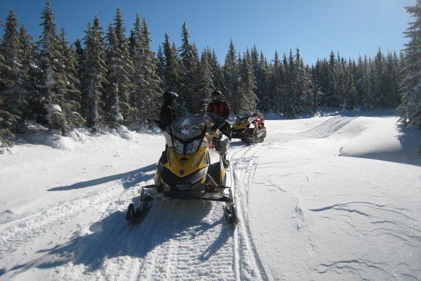 3 days snowmobile trip+ winter activities in Quebec