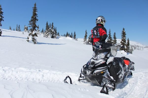 luxury 5 days snowmobile trip on and off trails