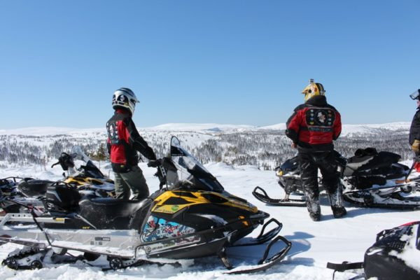 6 Days snowmobile trip From Labrador city